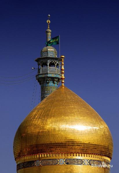 0179этот золотой купол принадлежит Мавзолею Фатимы Масуме из иранского города Кум