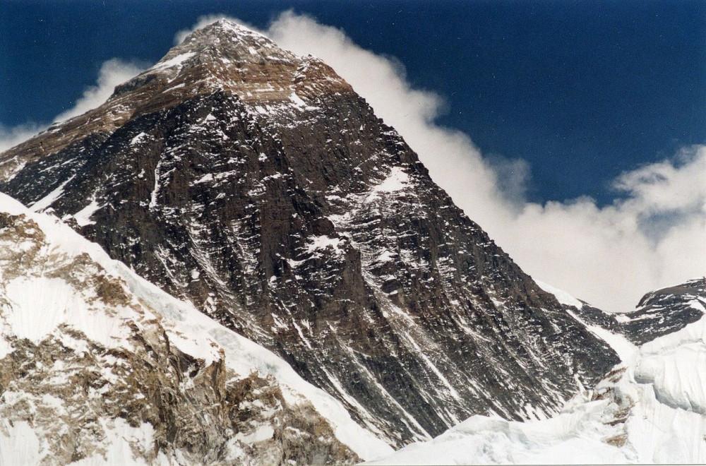 1280px-Everest-fromKalarPatar