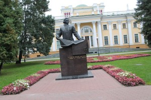 фото 7 памятник основателю парка Н.П. Румянцеву