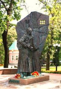 15. Памятник писателю в Курске