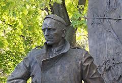 16. Памятник писателю в Курске
