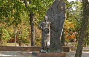17. Памятник писателю в Курске