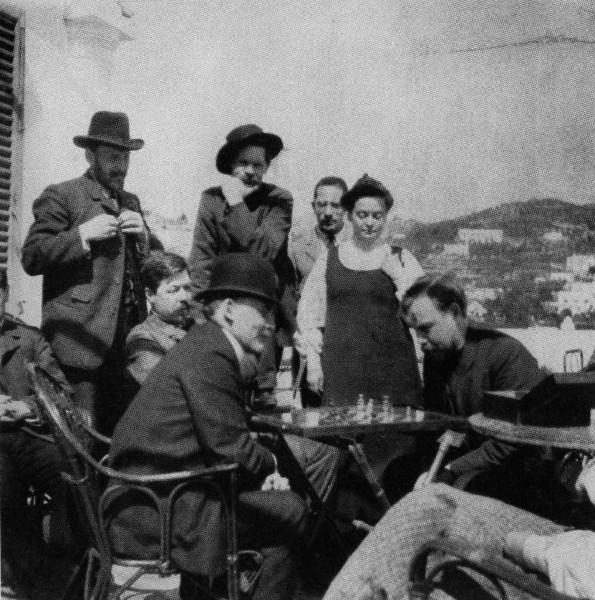 Ленин с Богдановым играют в шахматы