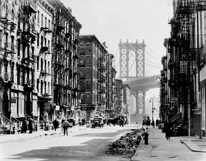 Street scene on Manhattan's Lower East Side (1936)