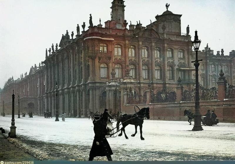Дворцовая набережная и Зимний дворец