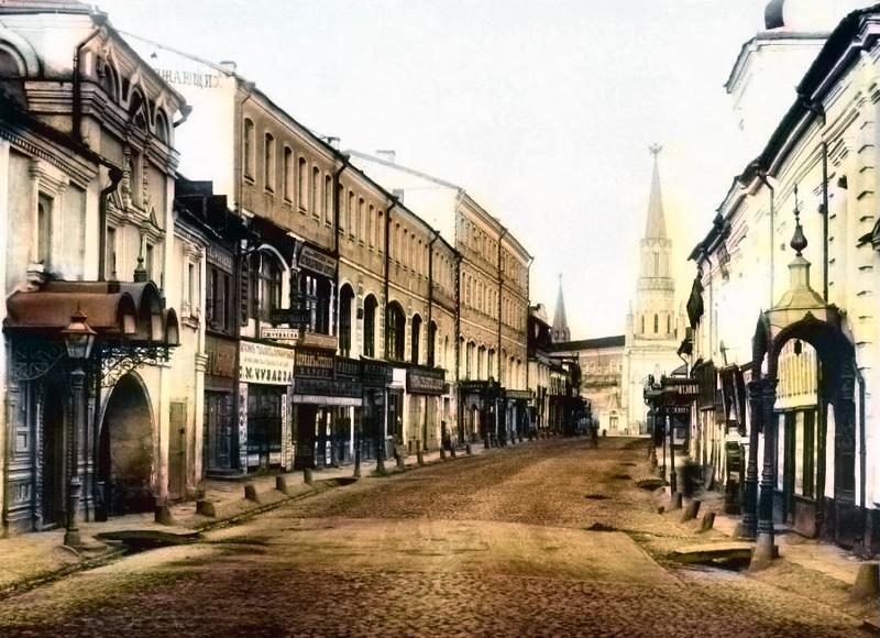 Вид Никольской от Богоявленского переулка к Кремлю