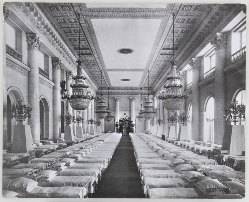 Лазарет в Императорском дворце для раненых