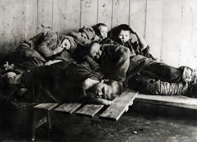 Бездомные дети на улице при Сталине