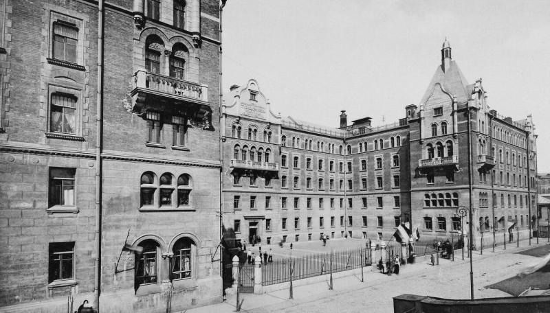 Дома дешёвых квартир для семейных имени Г. Г. Солодовникова на 2-й Мещанской улице. 1913г.