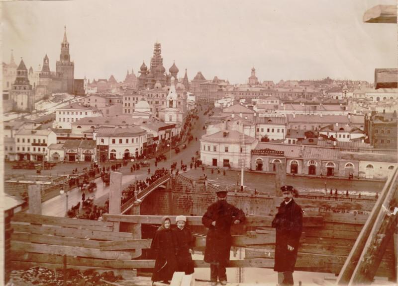 Кремль и Москворецкий мост с Балчуга. 1898 год