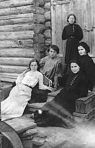 Группа анархисток из Мальцевской тюрьмы (Фанни Ройтблат во втором ряду справа; к эсерам она примкнула позже, под влиянием сокамерницы Марии Спиридоновой)