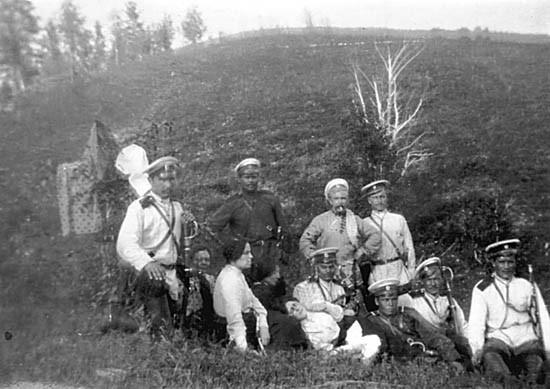 Фиалка, Биценко и Спиридонова с конвоем по пути следования на каторгу