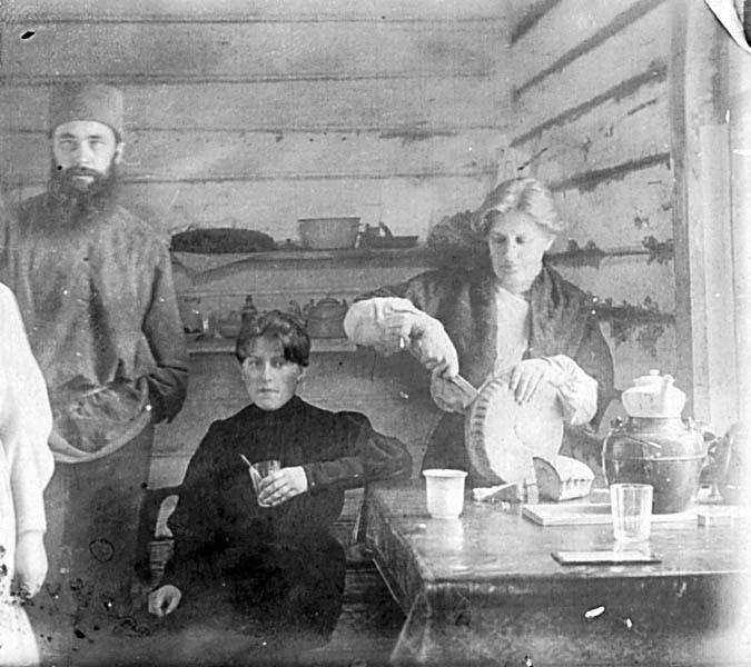 Петр Карпович навещает Марию Спиридонову и Александру Измайлович