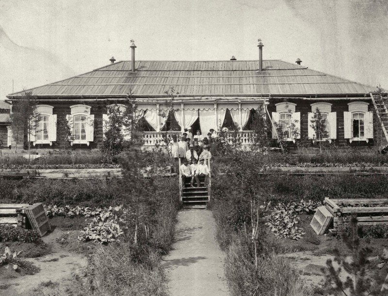 Часть усадьбы купца 2 гильдии Митрофана Субботина. Был уполномоченным на золотых приисках.