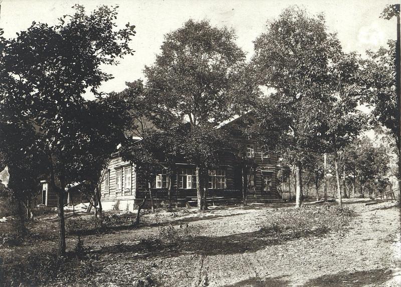 Школа в посёлке при шахте № 1