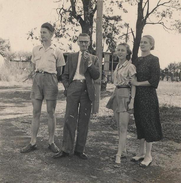 Семейное фото Петрушевских