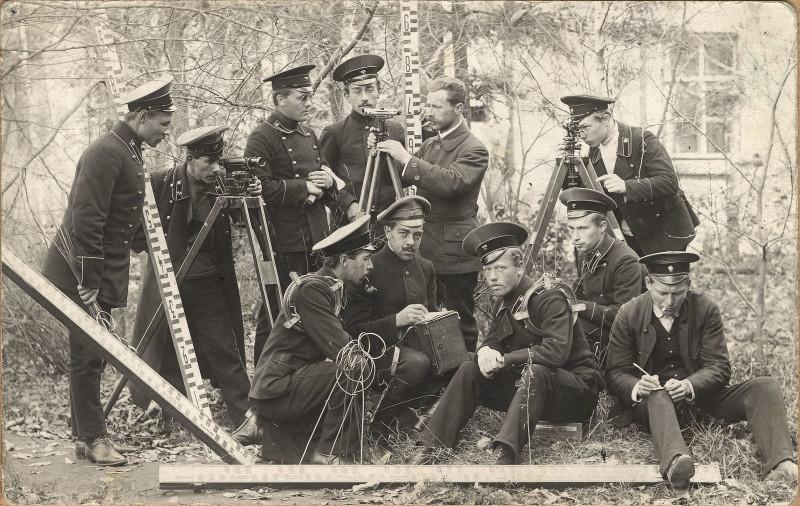 1914. Ученики Иркутского горного училища с преподавателем (4-й класс)