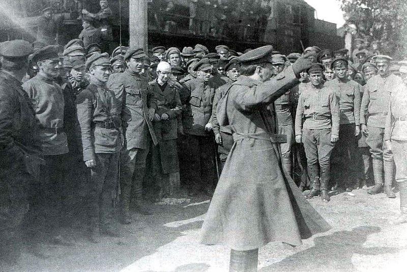 Запугивания революционных войск Л. Бронштейном.