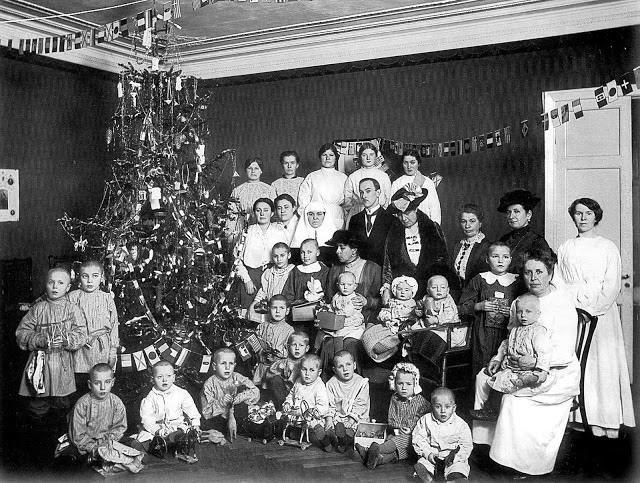 Рождество в детском приюте в Петрограде.