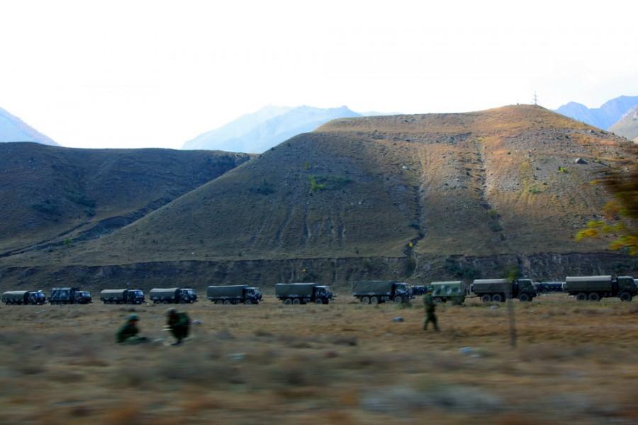 на границе с Грузией оживленно