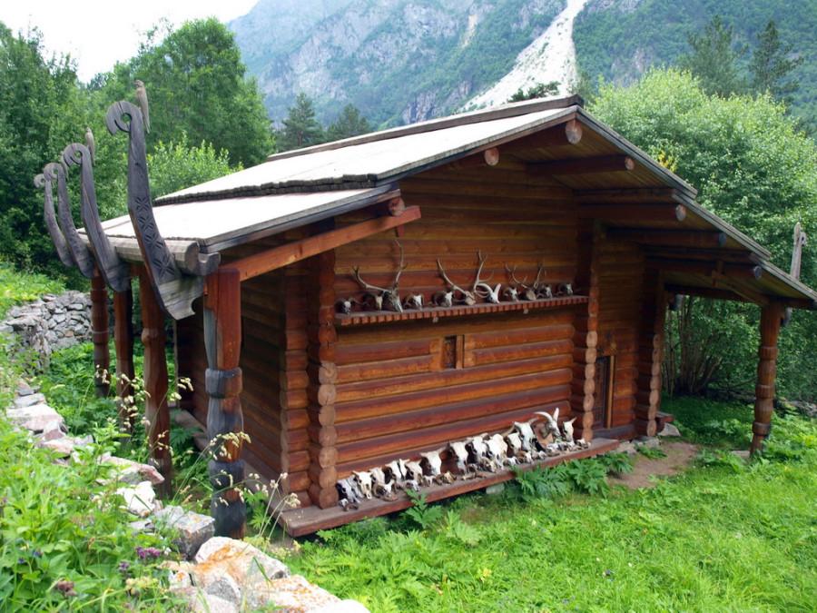 святилище Реком в горах Цея - посылает богатый урожай, удачный сенокос и охоту