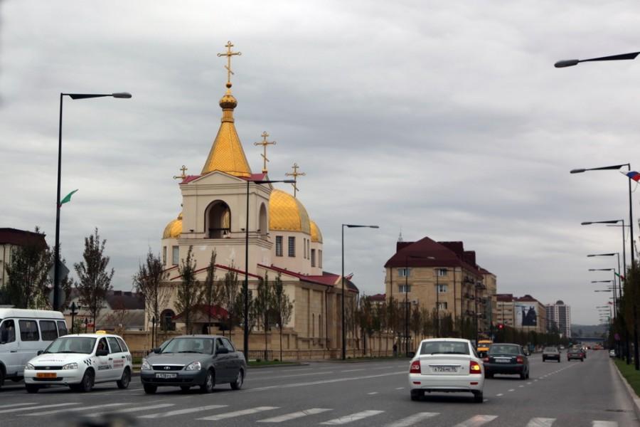 скромный православный храм в Грозном