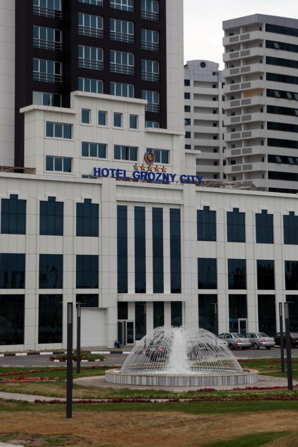 Грозный-сити - это не только 7 жилых небоскребов, но и 5-звездочный отель и бизнес-центр с вертолетной площадкой
