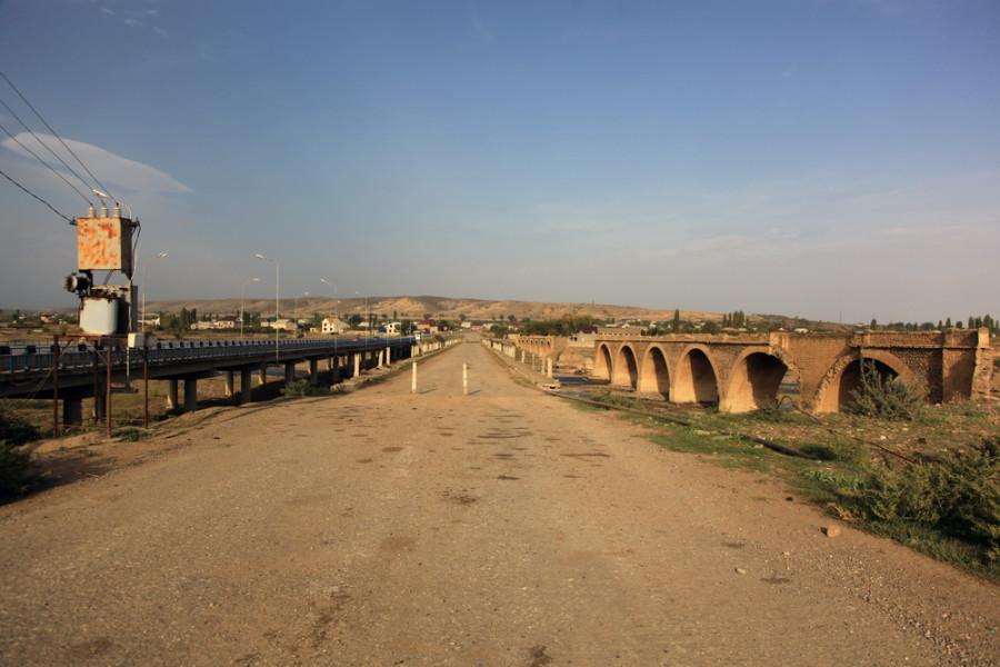 граница с Азербайжаном. Три моста - царский, советский, путинский