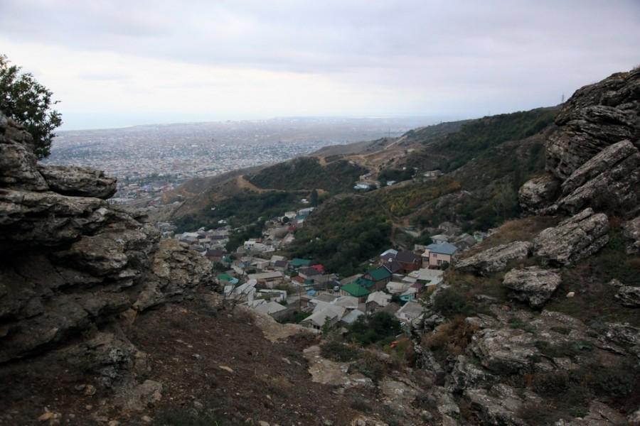 вид на Махачкалу с горы Тарки-Тау