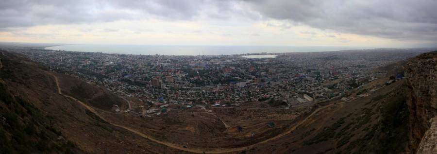 Махачкала и ее город-спутник Каспийск с горы Тарки-Тау