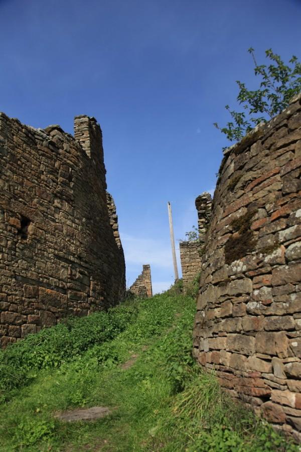 почти все здания в древнем городе разрушены временем