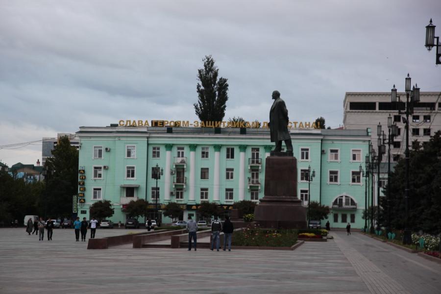 Махачкала, пл. им. Ленина. 7 октября, в честь 60-летия президента России, здесь состоялся флэш-моб площадь имени Путина