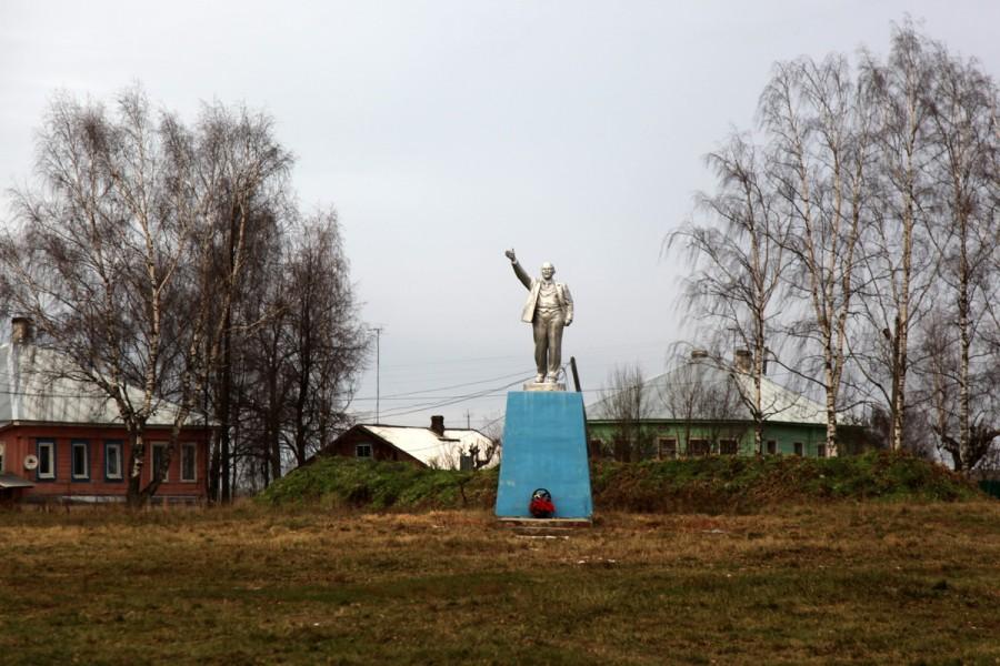 Резные памятники Судиславль памятник с ангелом Пятницкое шоссе