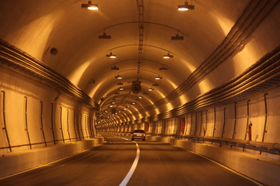 Гимринский тоннель - самый длинный автодорожный тоннель в России и СНГ (почти 4,5 км)