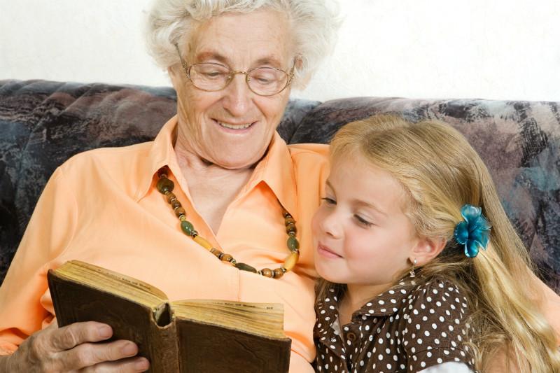 Уставшая бабуля раздевается перед внуком внук не смог держатся фото 725-26