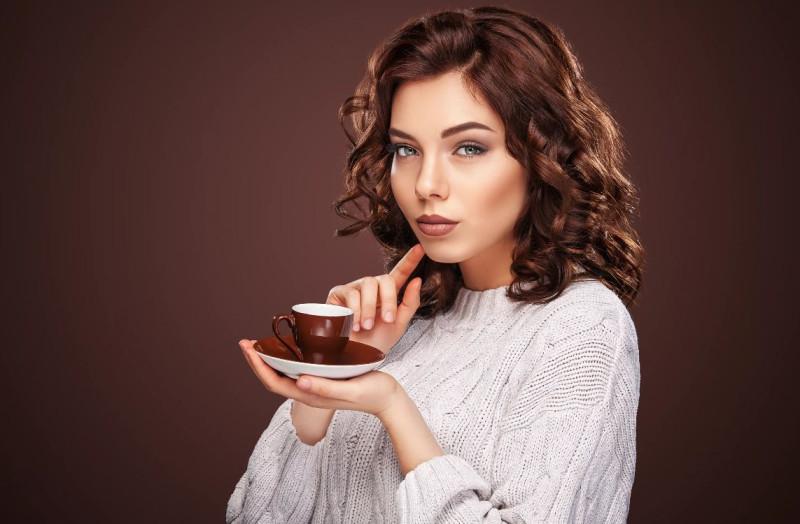 «Каждый платит за себя»: у девушки – чашечка кофе, у мужчины – куча закусок,