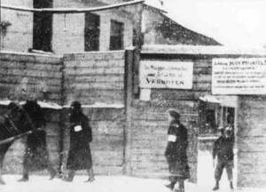 The Rudnicki Street entrance to the Vilna ghetto.1941-1942