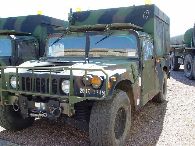 M1097A2_HMMWV_Humvee_heavy_shelter_carrier_United_States_American_US_Army_AM_General_640_002