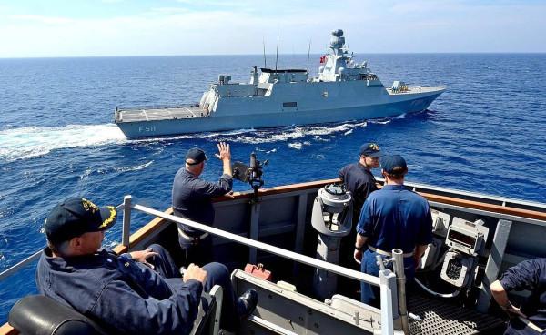 Турецкий флот прогнал греческий и французский корабли из «своих территориальных