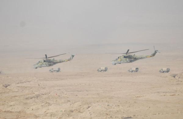 Перемирия нет: Киргизия и Таджикистан стягивают бронетехнику, горят целые