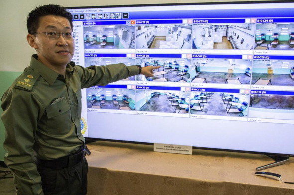 В тюрьме Pik Uk Prison тестируется 12 камер с функциями видеоаналитического мониторинга, которые могут обнаруживать неприемлемое поведение и оповещать надзирателей (Фото: EPA-EFE)