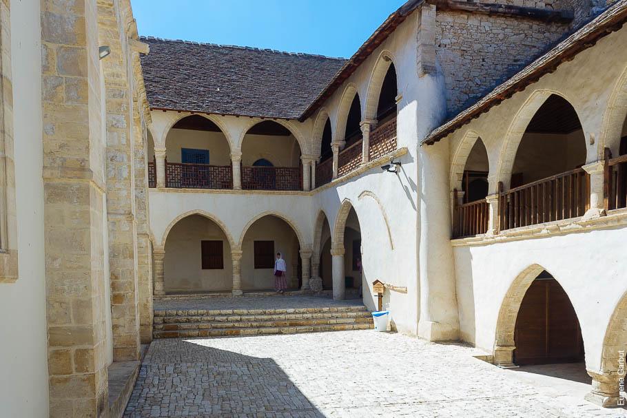fun.livejournal.com Кипр. монастырь Святого Креста.jpg