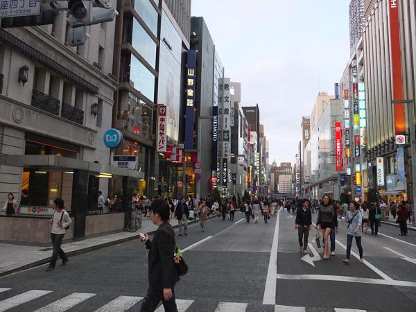 Цена земли в центре Токио - 400 000 долларов за квадратный метр.