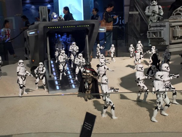 Times-Square-Hot-Toys-Star-Wars-Event-002.jpg