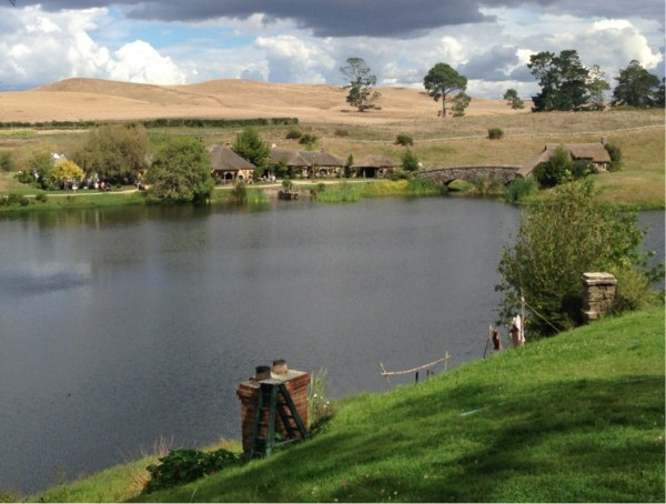 Hobbiton lake towards Green Dragon