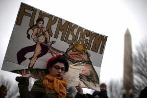 Политический плакат на «Женском марше»: принцесса Лея душит Джабба-Трампа