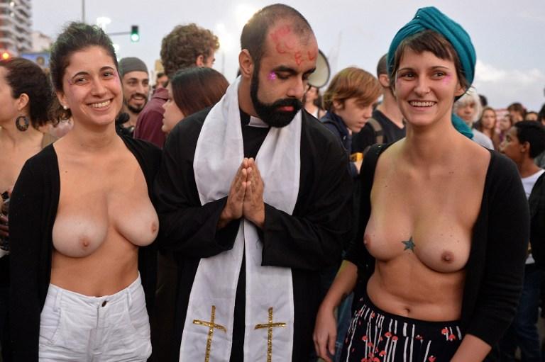 Папа Римский Франциск в Бразилии. Часть 2. На Папу Римского – с голой грудью 3