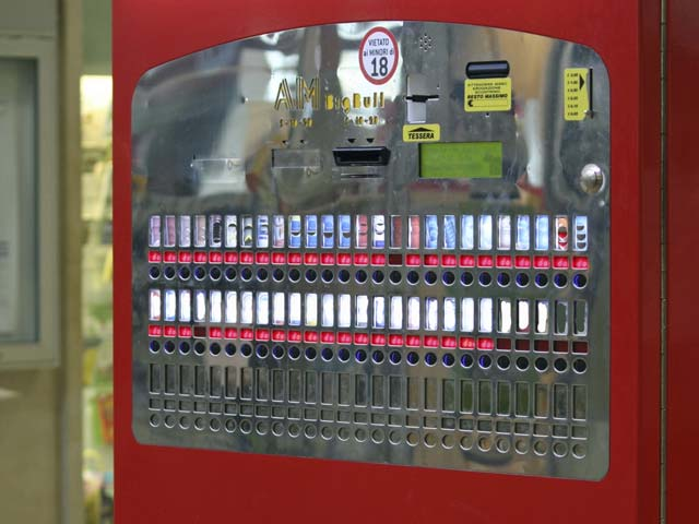 С нового года автоматы по продаже сигарет будут вне закона