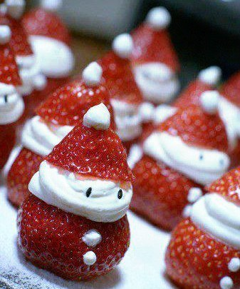 Дед Мороз из клубники и сливок