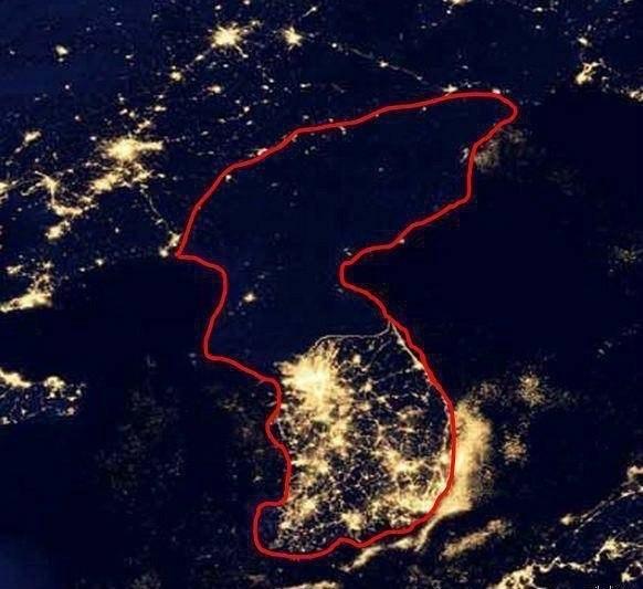 Северная и Южная Корея ночью